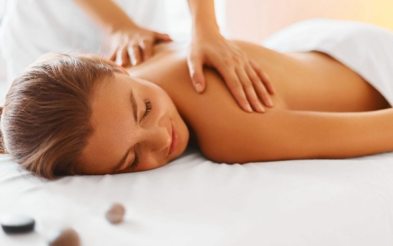 Cliente fazendo massagem