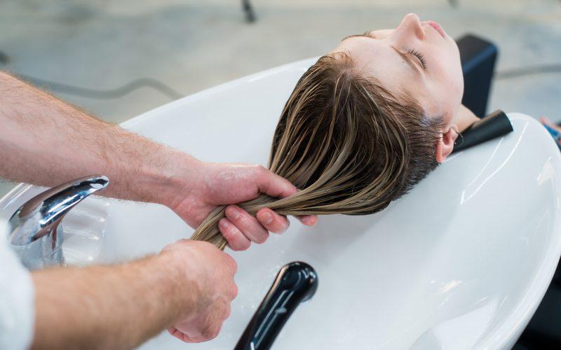 foto lavando o cabelo